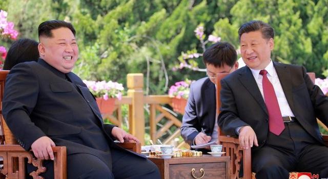 Ông Tập Cận Bình đón ông Kim Jong-un tại Trung Quốc (Ảnh: Reuters)