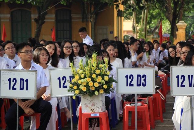 Lễ khai giảng tại trường THPT Chu Văn An, Hà Nội.