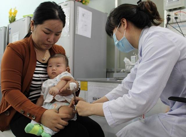 Trẻ cần được chủng ngừa đầy đủ để tránh nguy cơ nhiễm bệnh