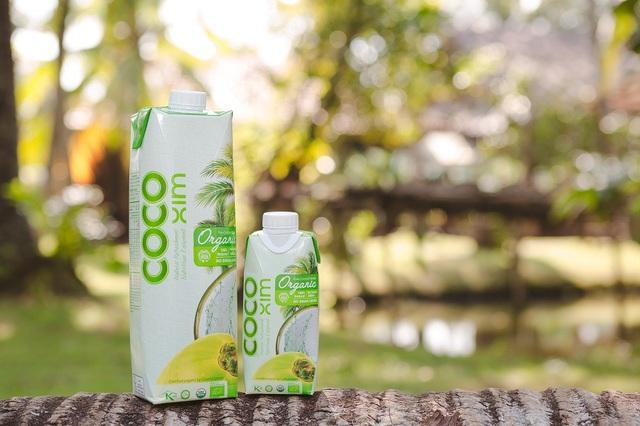 Nước dừa Cocoxim Organic nguyên chất được sản xuất từ vùng nguyên liệu hữu cơ đạt chuẩn