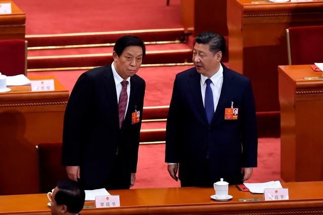 Chủ tịch Trung Quốc Tập Cận Bình và Chủ tịch Quốc hội Trung Quốc Lật Chiến Thư (Ảnh: AFP)