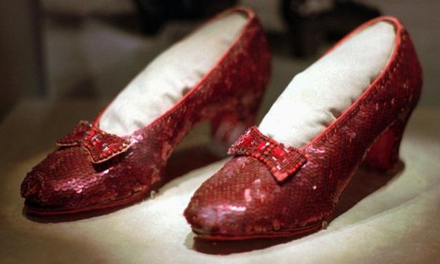 """Đôi giày đỏ trong phim """"The Wizard of Oz"""""""