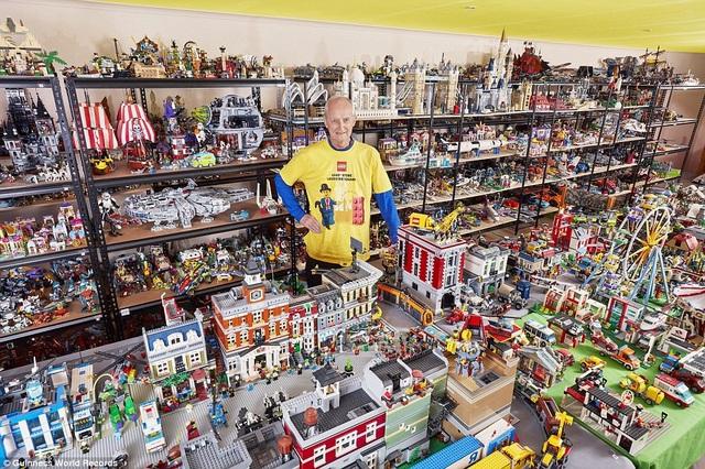 Bộ sưu tập xếp hình, của tư nhân, lớn nhất thế giới có 3.837 mô hình, chủ nhân là ông Frank Smoes đến từ Melbourne, Úc.