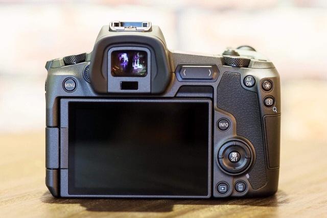 Canon tung máy ảnh không gương lật Full-Frame đầu tiên - 3