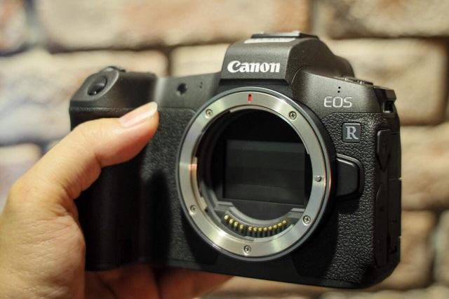Canon tung máy ảnh không gương lật Full-Frame đầu tiên - 2
