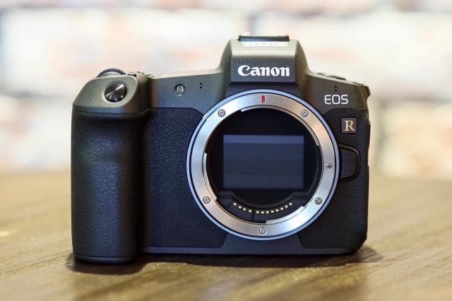Canon tung máy ảnh không gương lật Full-Frame đầu tiên - 1