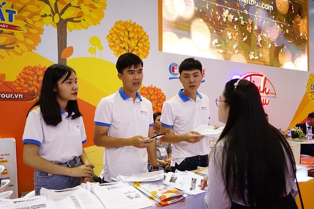 Nhiều đơn vị như BenThanh Tourist, Saigon Tourist, Viettravel… bắt đầu tung những chương trình khuyến mãi lớn như: Mua tour giá gốc, Thu vàng ảo diệu, Thu mãi Xanh… với mức giảm giá lên đến 50% cho các tuyến du lịch trong nước và quốc tế.