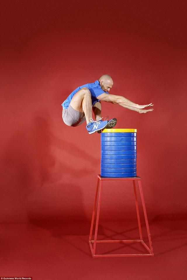 Anh Evan Ungar (đến từ Canada) là người thực hiện cú nhảy cao đứng cao nhất thế giới - 1,616m.