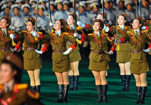 Các màn đồng diễn thường diễn ra ở sân vận động Mồng 1 Tháng 5, tại thủ đô Bình Nhưỡng, một trong những sân vận động có quy mô lớn nhất thế giới.
