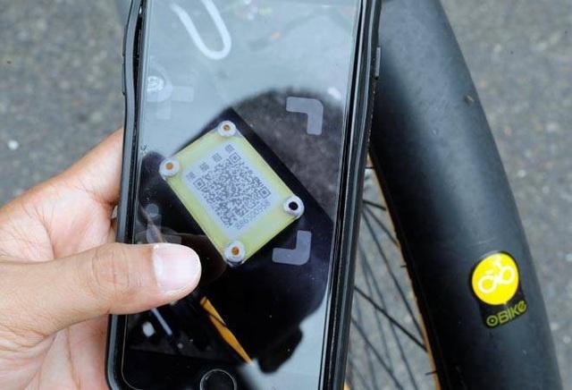 Những người ăn xin ở Trung Quốc đã sử dụng mã QR và thanh toán di động để dụ dỗ mọi người rủ lòng thương. (Nguồn: BT)