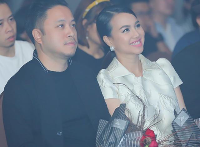 Đinh Ngọc Diệp và ông xã Victor Vũ bí mật kết hôn vào năm 2016, cả hai cũng rất ít khi chia sẻ chuyện tình cảm với công chúng. Việc cô mang thai đến lúc chuẩn bị sinh cũng là lần đầu tiên thông tin được chia sẻ với truyền thông.