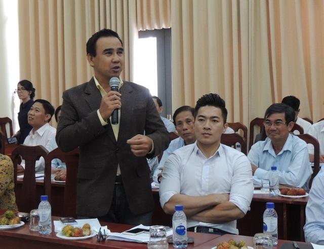 Nghệ sĩ Quyền Linh phát biểu tại hội nghị phản biện xã hội đối với dự thảo đề án thu hút người tài đặc biệt của TPHCM