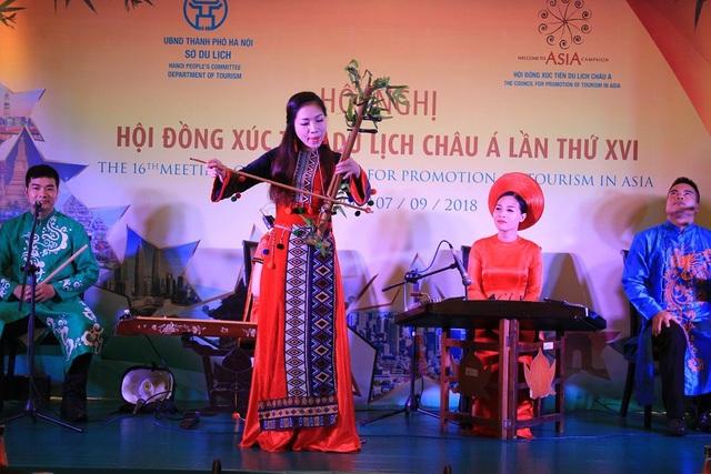 Các tiết mục văn nghệ được biểu diễn trong ngày khai mạc Hội nghị Hội đồng Xúc tiến Du lịch Châu Á