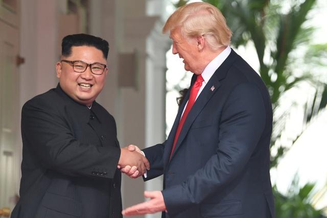 Tổng thống Donald Trump gặp nhà lãnh đạo Kim Jong-un tại Singapore hồi tháng 6 (Ảnh: Reuters)