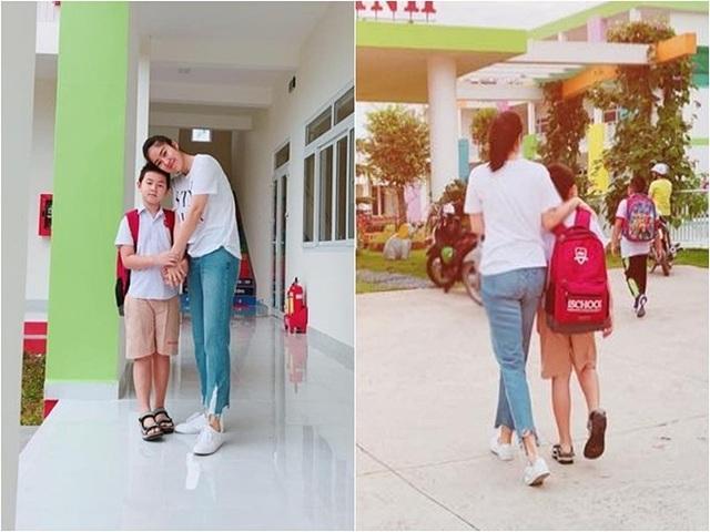 Bé Cà Pháo - con trai diễn viên Lê Phương nay đã lớn phổng phao, cao ngang vai mẹ. Nữ diễn viên còn mượn lời một bài hát chia sẻ khoảnh khắc an yên của hai mẹ con: Hôm nay Quân đến trường, mẹ dắt tay từng bước.