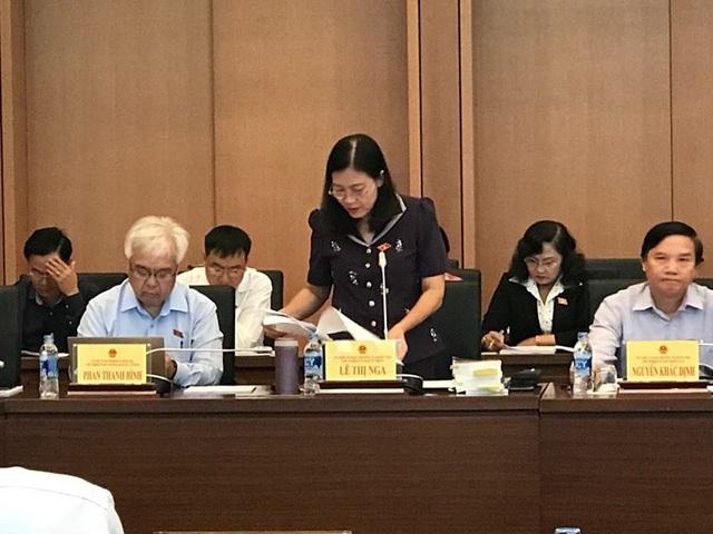 Chủ nhiệm UB Tư pháp Lê Thị Nga trình bày báo cáo chỉnh lý dự thảo luật của UB Thường vụ Quốc hội