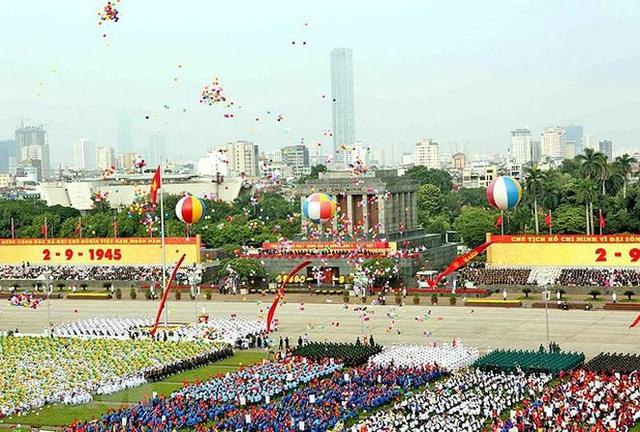 Lễ diễu binh, diễu hành kỷ niệm 70 năm Cách mạng Tháng Tám và Quốc khánh 2/9. Ảnh: TTXVN.