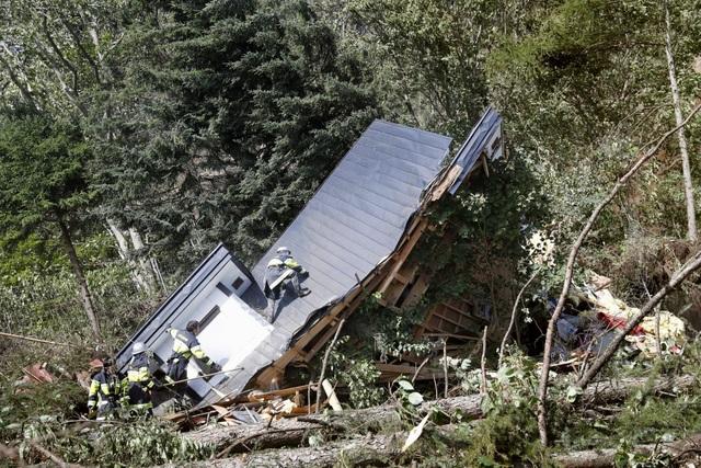 Ngôi nhà ở thị trấn Atsuma trên đảo Hokkaido đổ sập sau động đất. (Ảnh: Reuters)
