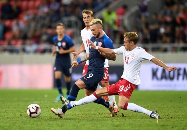 Với quá nhiều cầu thủ nghiệp dư, Đan Mạch không thể ngăn nổi Slovakia