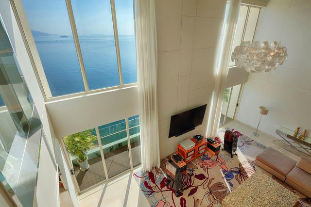 Nằm trên tầng cao nhất của toà căn hộ 29 tầng, căn hộ Penthouse của The Costa Nha Trang cách biệt hoàn toàn với khói bụi, hay âm thanh của cuộc sống thường nhật.