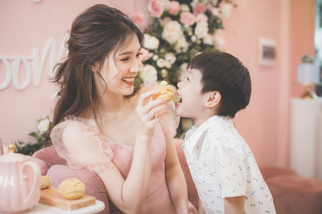 Lúc mang thai bé Bun được 8 tuần tuổi, Phí Thùy Linh mới biết mình mang bầu. Tuy vậy, trước đó một tháng, cô bị ho, phải dùng kháng sinh trong thời gian dài. May mắn bác sĩ lúc đó nghi ngờ người đẹp có bầu nên kê thuốc riêng. Đến khi mang thai con trai thứ hai được ba tháng, cô bị ra nhiều máu, nghi động thai và có nguy cơ mất con. Nhưng cuối cùng, may mắn vẫn mỉm cười với cô và bé Bun chào đời một cách khỏe mạnh.