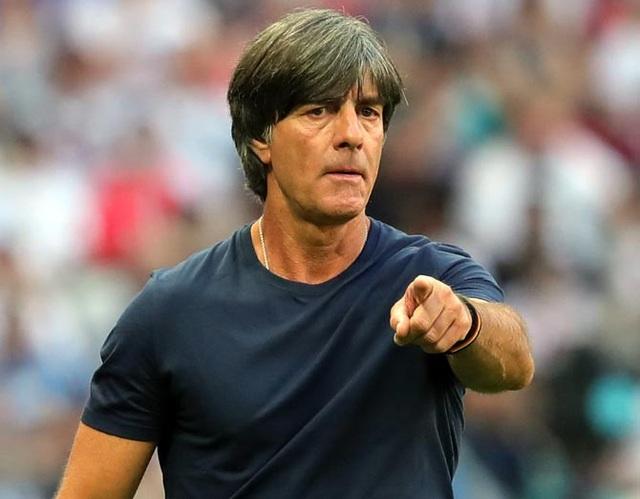 HLV Joachim Loew sẽ định hướng cho các cầu thủ chơi phòng ngự ngay từ đầu trận