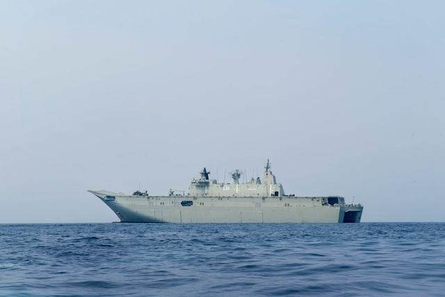 Tàu sân bay HMAS Adelaide của Australia (Ảnh: US Navy)