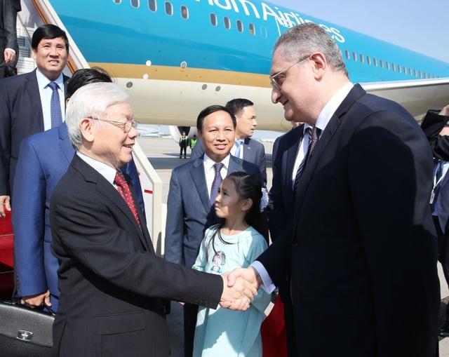 ãnh đạo Bộ Ngoại giao Nga cùng các quan chức Liên bang Nga đón Tổng Bí thư Nguyễn Phú Trọng tại Sân bay Vnukovo 2. Ảnh: Trí Dũng - TTXVN