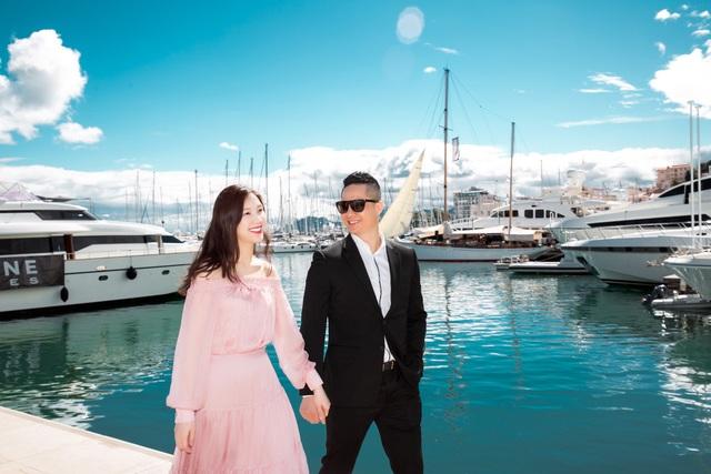 Hồi tháng 5 vừa qua, chính ông xã Phí Thùy Linh đã động viên vợ tái xuất showbiz khi tham gia cuộc thi sắc đẹp dành cho phụ nữ lập gia đình - Hoa hậu Áo dài 2018.