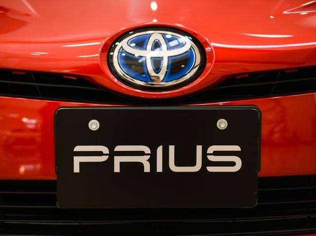 Toyota triệu hồi hơn 1 triệu xe hybrid trên toàn cầu - 1