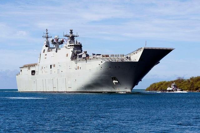 Tàu sân bay HMAS Canberra của Australia (Ảnh: US Navy)
