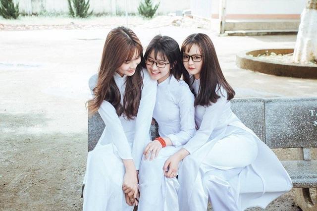 3 Nữ Sinh Lâm đồng Mặc áo Dài Trắng Khiến Dân Mạng Xao Xuyến Báo