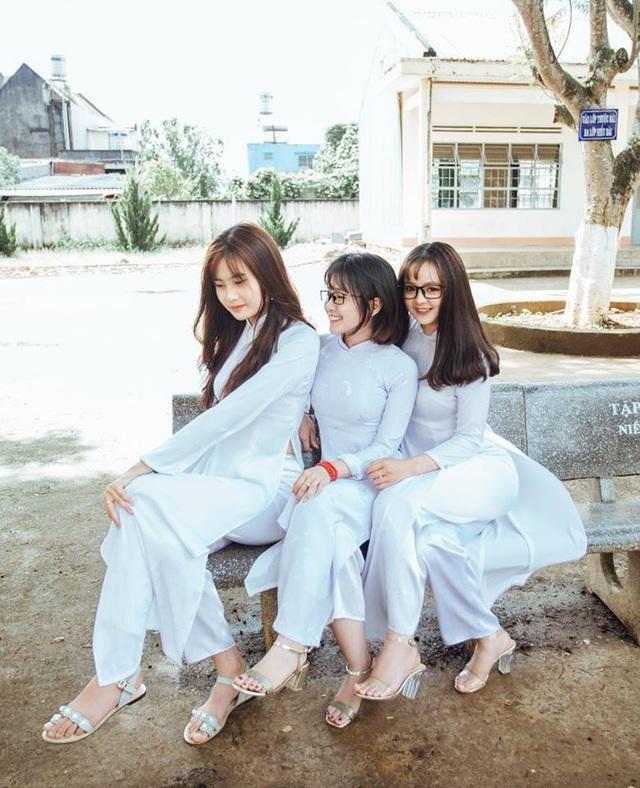 3 nữ sinh Lâm Đồng mặc áo dài trắng khiến dân mạng xao xuyến - 6