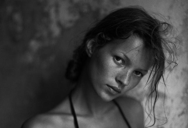 """27 năm trước, nhiếp ảnh gia Mario Sorrenti gặp người mẫu Kate Moss khi cả hai đều còn là những thanh niên tuổi """"teen"""", hai người nhanh chóng trở thành một đôi."""