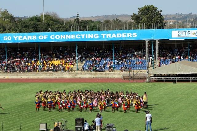 Múa truyền thống eSwatini khai mạc Hội chợ TMQT eSwatini 2018. (Ảnh: HS)