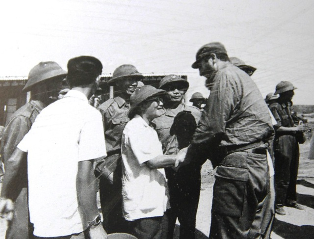 Ông Lê Hành - Chủ tịch UBMT giải phóng tỉnh Quảng Trị đón Fidel Castro