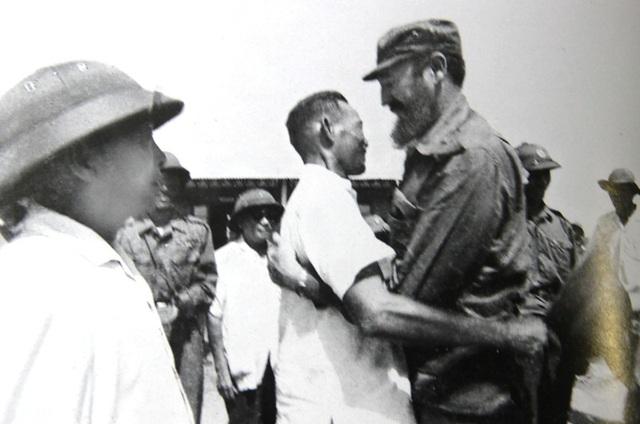 Bí thư Quảng Trị Hồ Sỹ Thản đón Fidel tại nam Hiền Lương