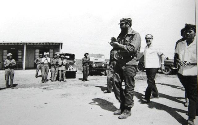 Chủ tịch Fidel chào tạm biệt Quảng Trị