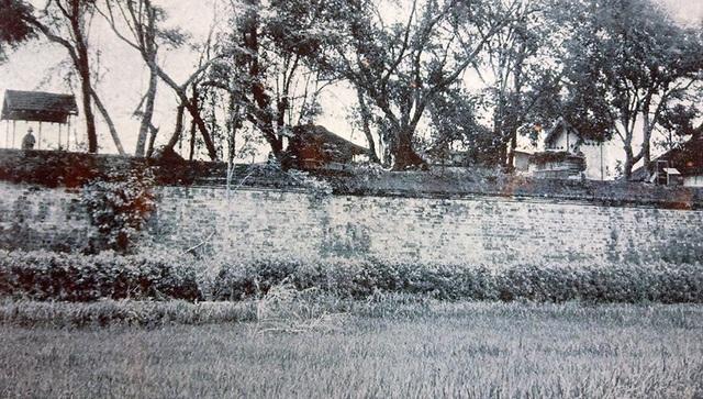 Hình ảnh một góc tường thành Hà Nội ngày xưa.