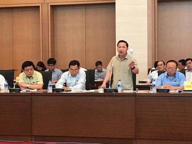 Đại biểu Quốc hội Lưu Bình Nhưỡng phát biểu tại hội nghị