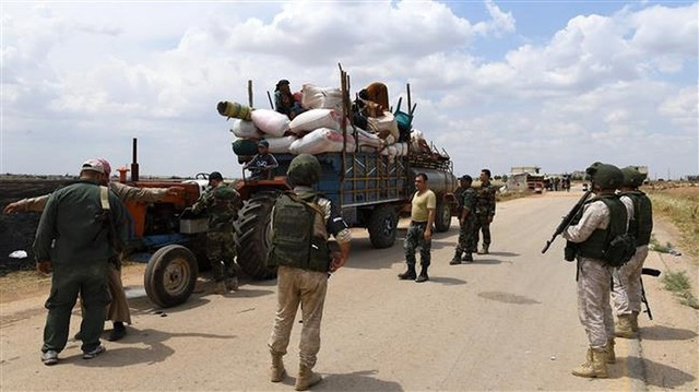 Cảnh sát quân sự Nga cùng với binh sĩ chính phủ Syria ở tỉnh Idlib ngày 1-6. Ảnh: AFP