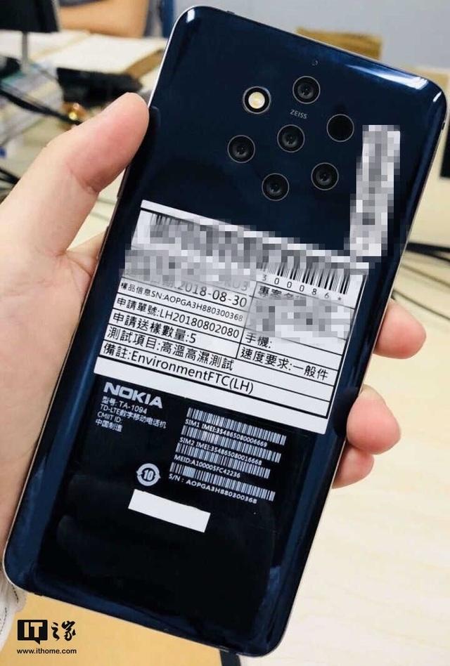 Hình ảnh mặt sau được cho là của Nokia 9, với cách bố trí các camera cực lạ mắt