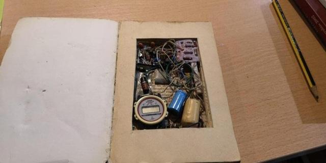 Quả bom trong cuốn sách cổ