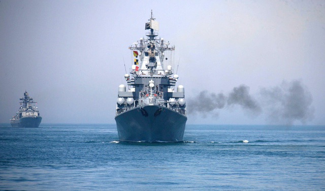 Tàu Nga trong một cuộc tập trận chung với Trung Quốc (Ảnh: AP Photo/Xinhua, Wu Dengfeng)