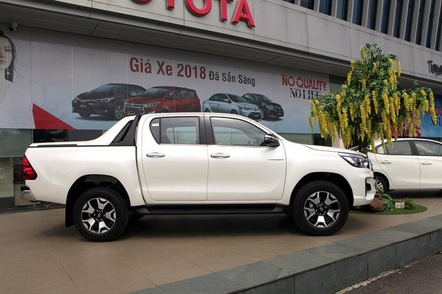 Toyota Hilux mới có gì cạnh tranh cùng các đối thủ? - 2