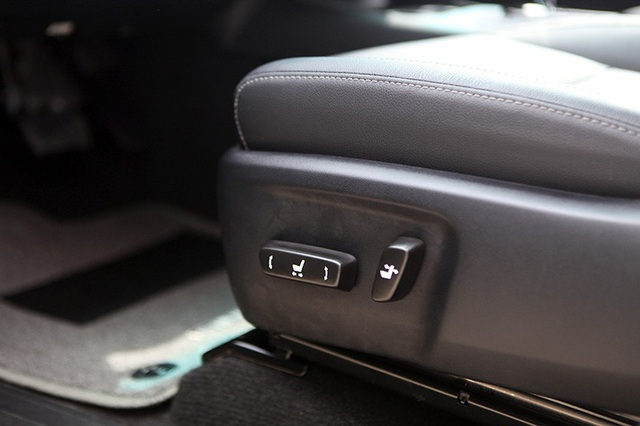 Ghế lái chỉnh điện của Hilux 2.8G