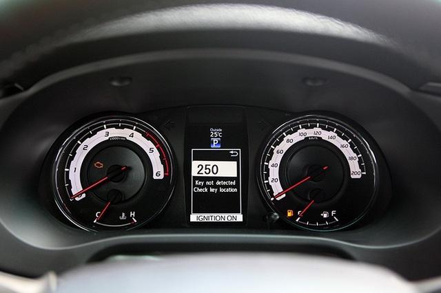 Toyota Hilux mới có gì cạnh tranh cùng các đối thủ? - 11