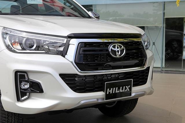 Toyota Hilux mới có gì cạnh tranh cùng các đối thủ? - 1