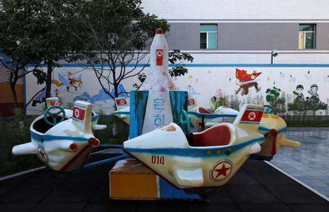 Sân chơi của trẻ em cũng lấy cảm hứng từ máy bay và tên lửa.