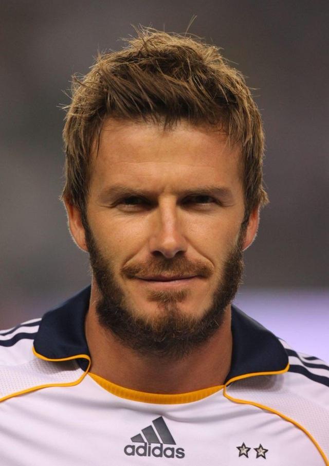 """Thay đổi với râu ria và đầu tóc... """"rậm rạp"""", tràn đầy nam tính, nhưng không thực sự """"bảnh""""."""
